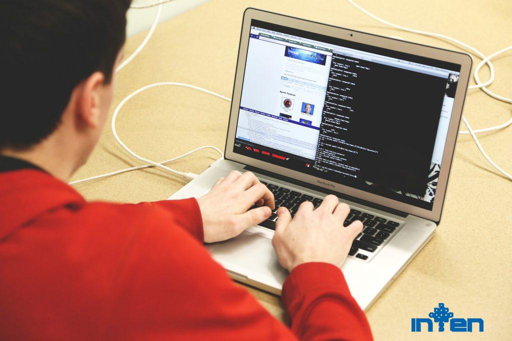 طراحی سایت-6 مرحله برای تبدیل شدن به یک برنامه نویس ارشد